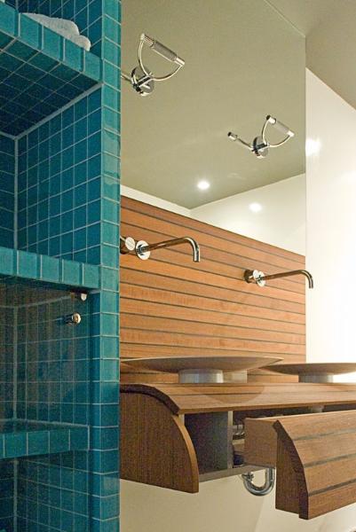 Badkamer met teakdek